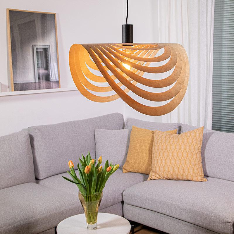 Puine design Ilma Valaisin koivuvaneri olohuoneessa