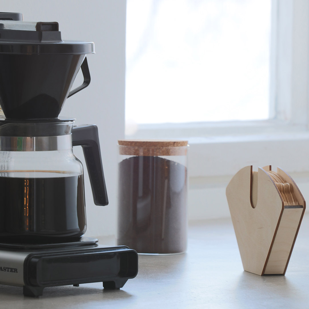 Puine Muru suodatinpussiteline koivuvaneria lähikuva kahvinkeittimen vieressä