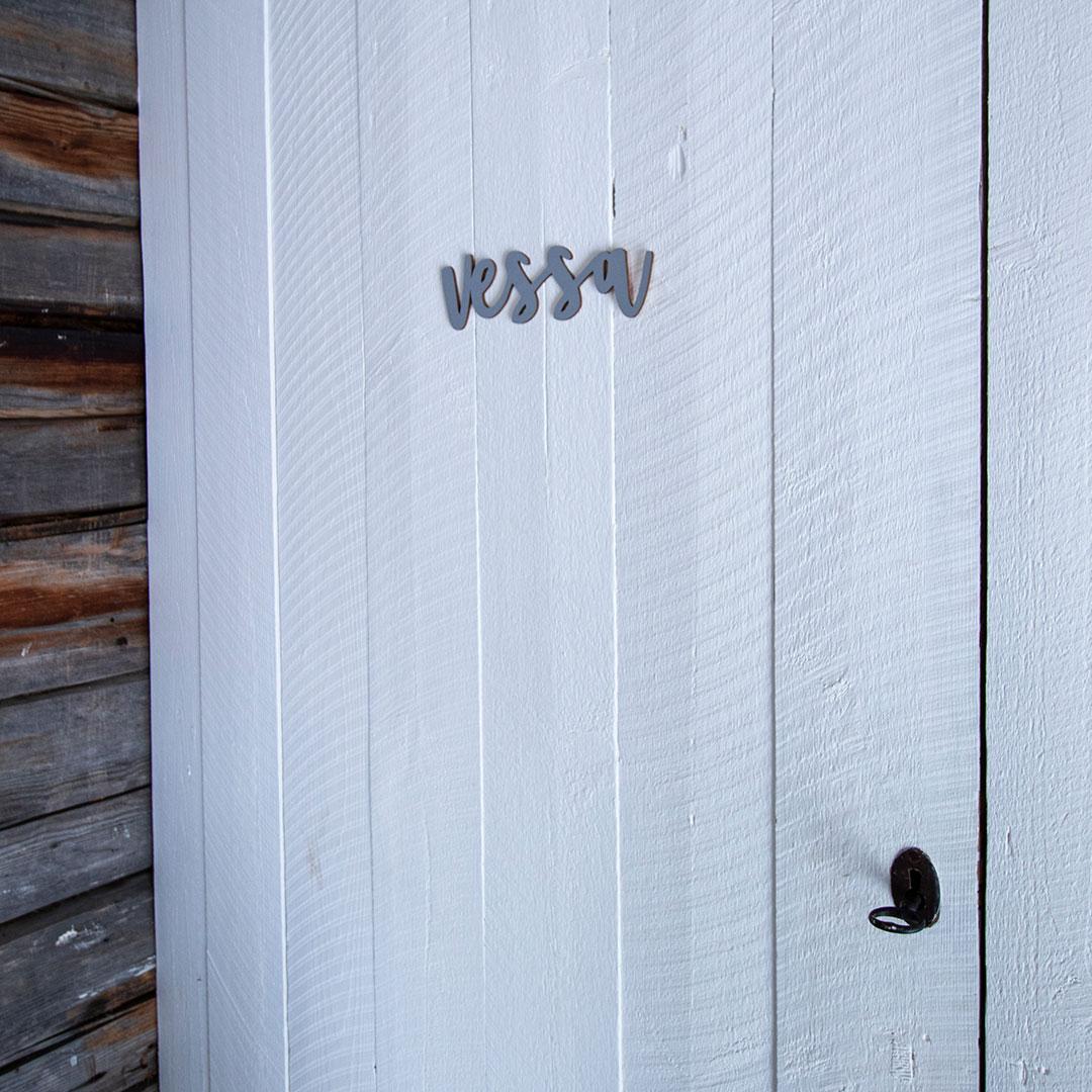 Piela ovikyltti vessa koivuvanerista harmaa valkoisessa ovessa
